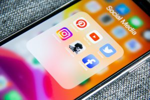 attract candidates with social media